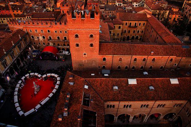 один из самых романтичных городов и именно здесь стоит оказаться на  День Св. Валентина. С 14 по 18 февраля 2019 здесь пройдет фестиваль Verona  in Love.